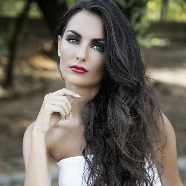 inivitada-maquillaje-y-peinado